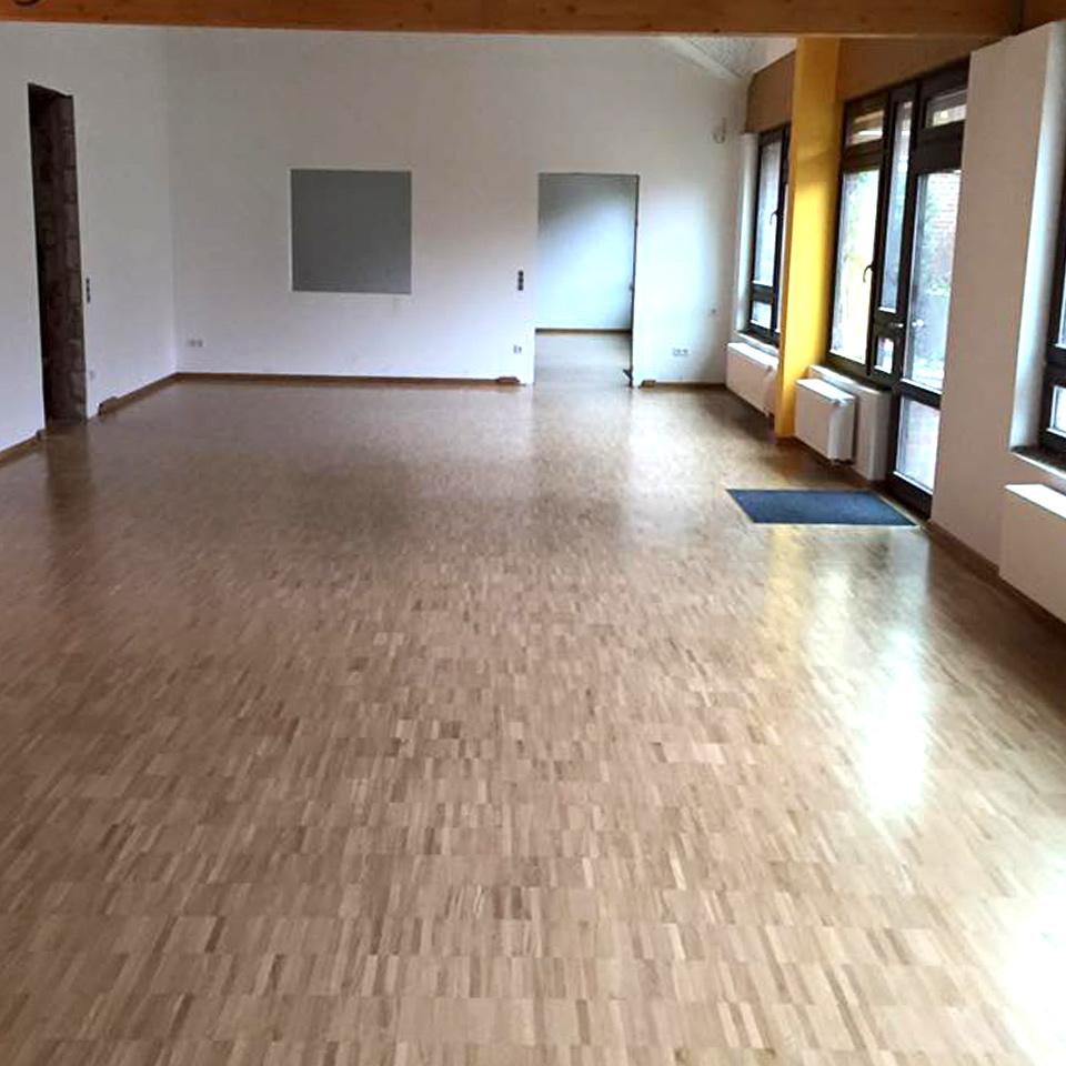 Neues Parkett verlegen in Oer-Erkenschwick: Klassenzimmer nach der Bodenrenovierung