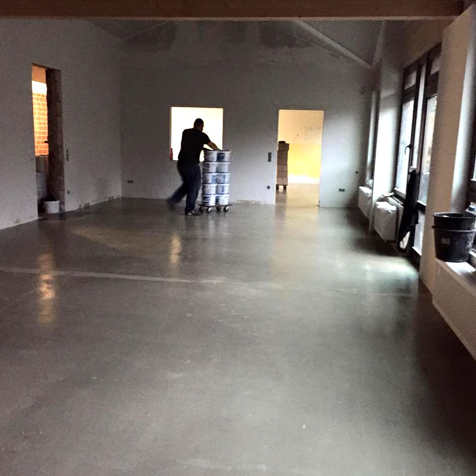 Klassenzimmer vorher: Boden vor Verlegen von Parkett
