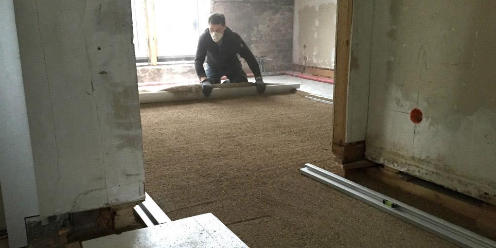 Unterkonstruktion für die Bodenrenovierung Unterkonstruktion mit Dielen erstellen