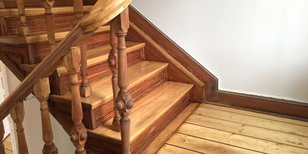 Denkmalgeschützte Treppe von Parkett Remel saniert.