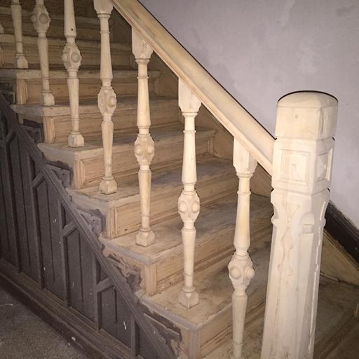 Trittstufen, Setzstufen und Sprossen der Treppe sandgestrahlt