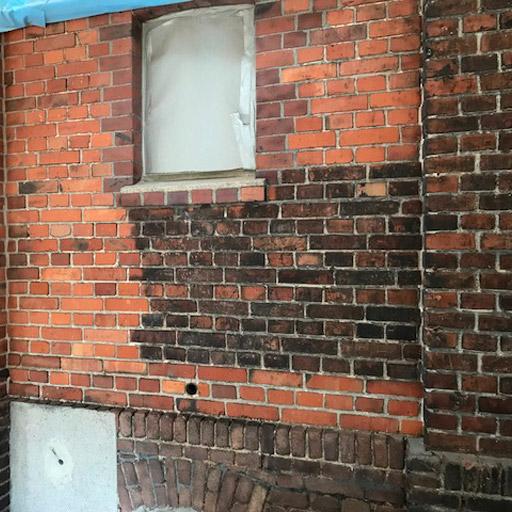 Sandstrahlen von Mauerwerk ist effektiv und schnell.