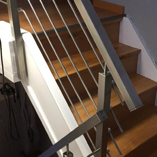 Verkleidung der alten Geländerspuren mit einer Seitenleiste.
