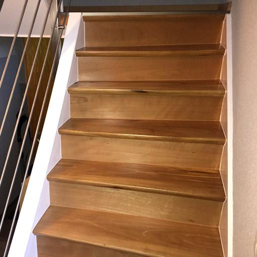 Treppe mit Parkett nach der Renovierung in Datteln.