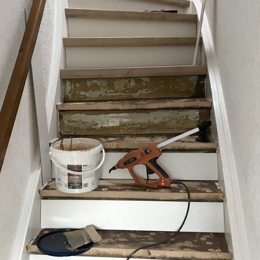 Treppe verkleiden wir mit Laminat von oben nach unten