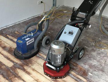 Bodenschleifmaschine testen und Farbe von Dielen entfernen | Parkett Remel