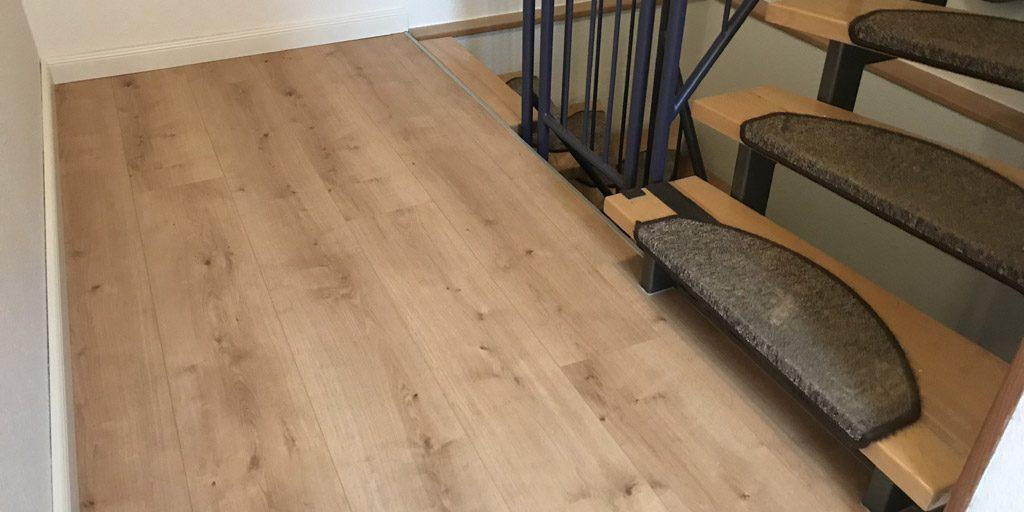 Der Designboden würde durchgehend verlegt im ganzen Haus.