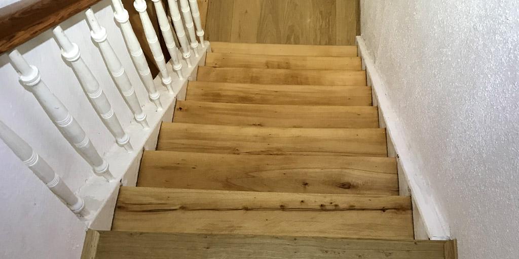 Sanierte Treppe durch Schleifen und Dielen