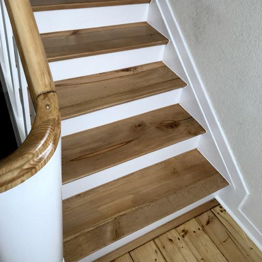 Holztreppe nach der Treppenrenovierung / Treppensanierung in Waötrop