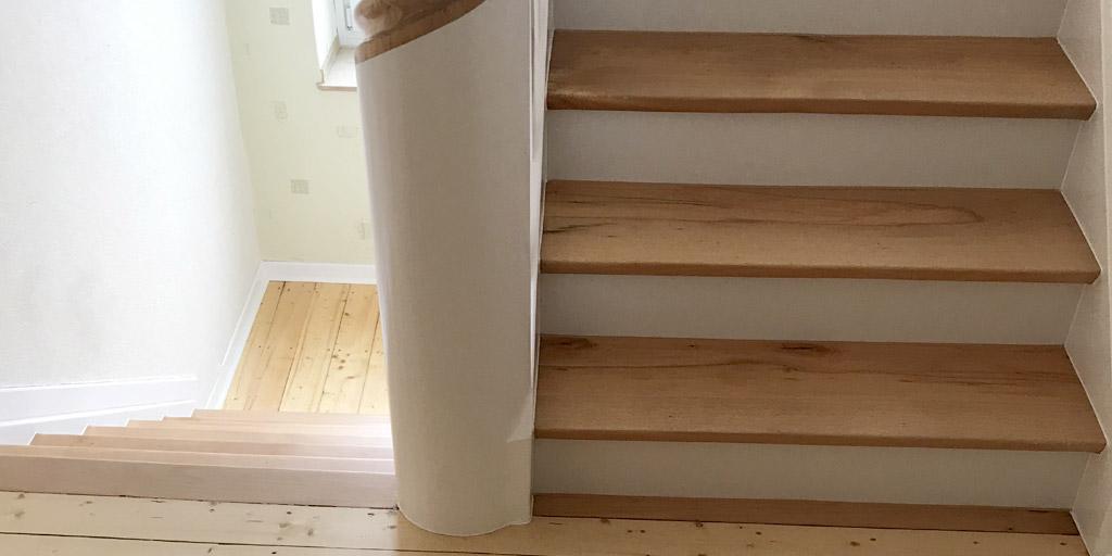 Treppe nach der Erneuerung durch Parkett Remel aus Datteln