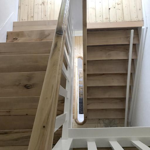 Nacher: Treppe nach der Renovierung in Waltrop