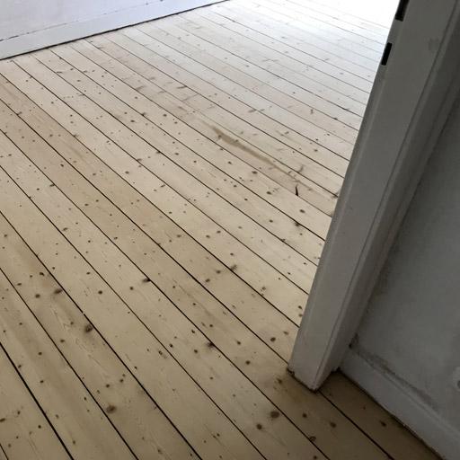 Weichholzdielen abgeschliffen in der Bochumer Wohnung
