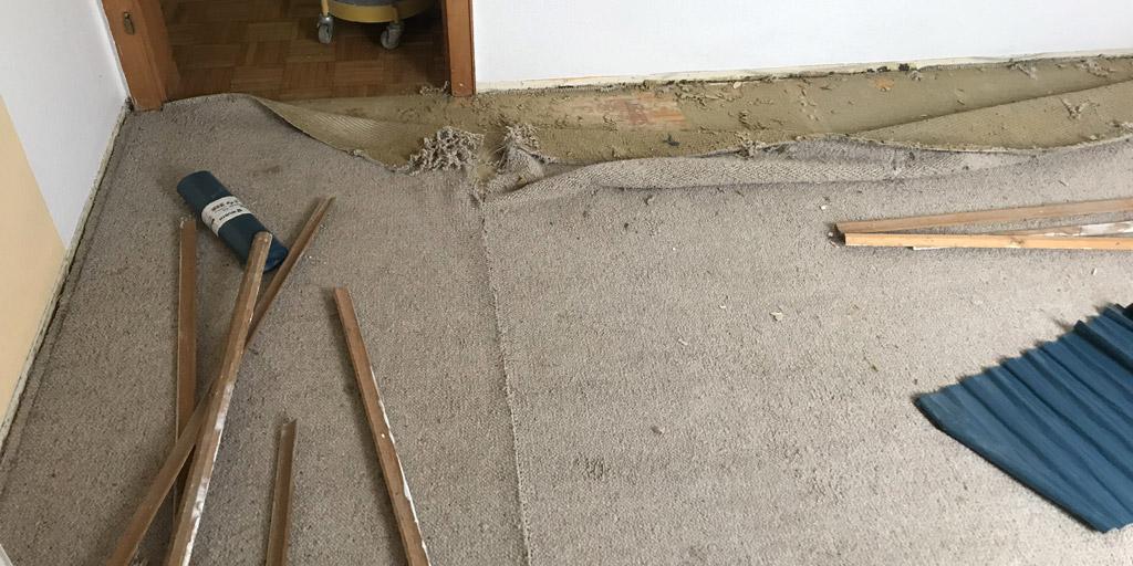Teppichkleber von Parkett und Holzdielen entfernen: Wir sagen, wie es richtig geht.