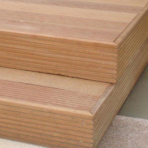Terrassendielen verlegen zur Holzterrasse mit Stufen