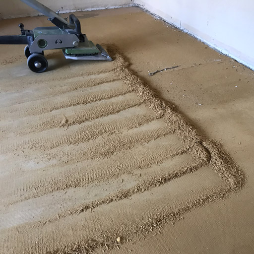 Teppichschaumrücken von Estrich entfernen mit dem Teppichstripper