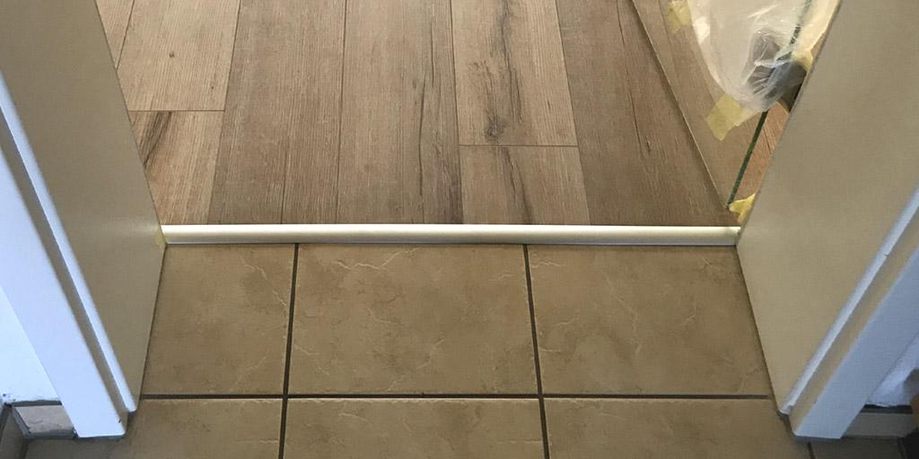 Ausgleichsschiene beim Übergang von verschiedenen Bodenbelägen mit unterschiedlicher Aufbauhöhe